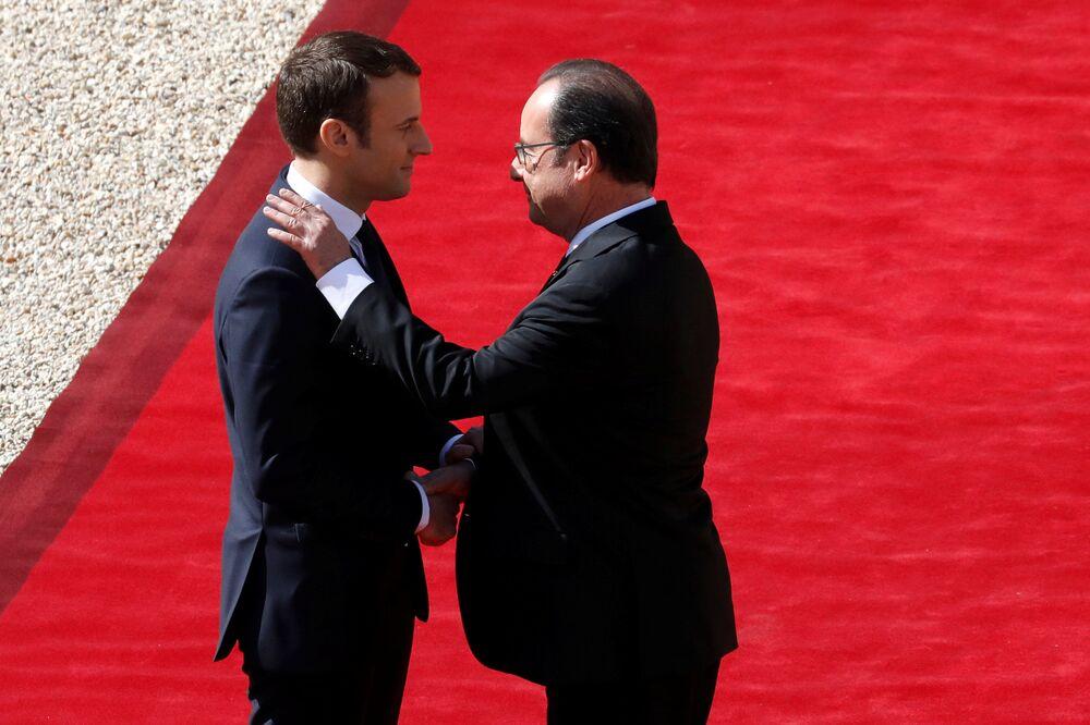 Zgodnie z ceremoniałem Macron najpierw spotkał się z ustępującym Fracoisem Hollandem w Pałacu Elizejskim.