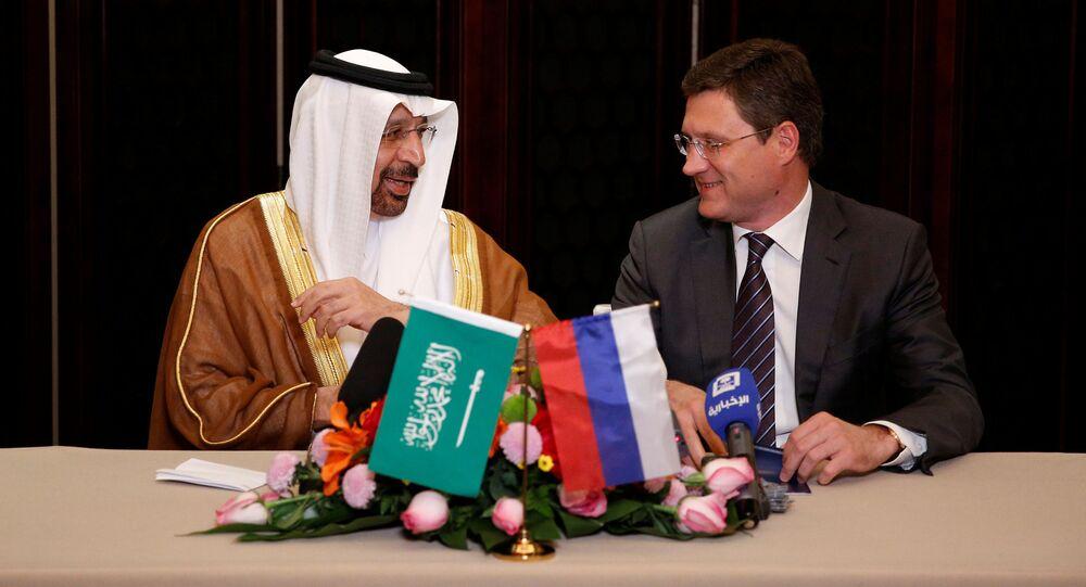 Ministrowie energetyki Arabii Saudyjskiej i Rosji Khalid al-Falih i Aleksander Nowak w Pekinie