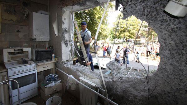 Zniszczone mieszkanie w Donbasie - Sputnik Polska