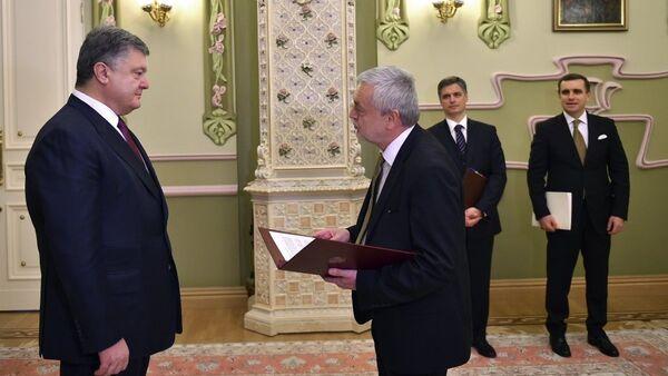 Ambasador RP w Kijowie Jan Piekło z prezydentem Ukrainy Petrem Poroszenką - Sputnik Polska