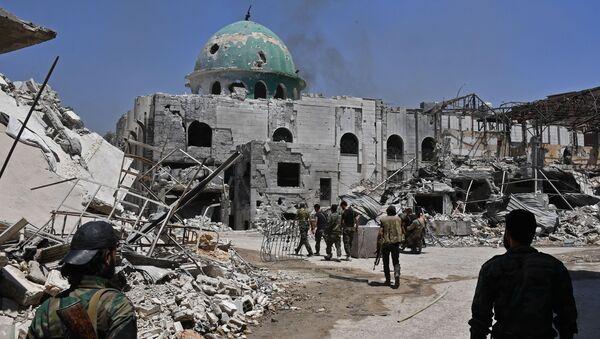 Bojownicy na ulicy w kwartale Kabun na przedmieściach Damaszku - Sputnik Polska