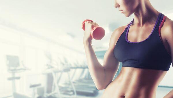 Kobieta w fitness klubie - Sputnik Polska