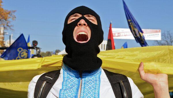 Do Polski przede wszystkim chcą się dostać mieszkańcy Ukrainy Zachodniej, gdzie Banderę i Szuchewycza uważa się za bohaterów - Sputnik Polska