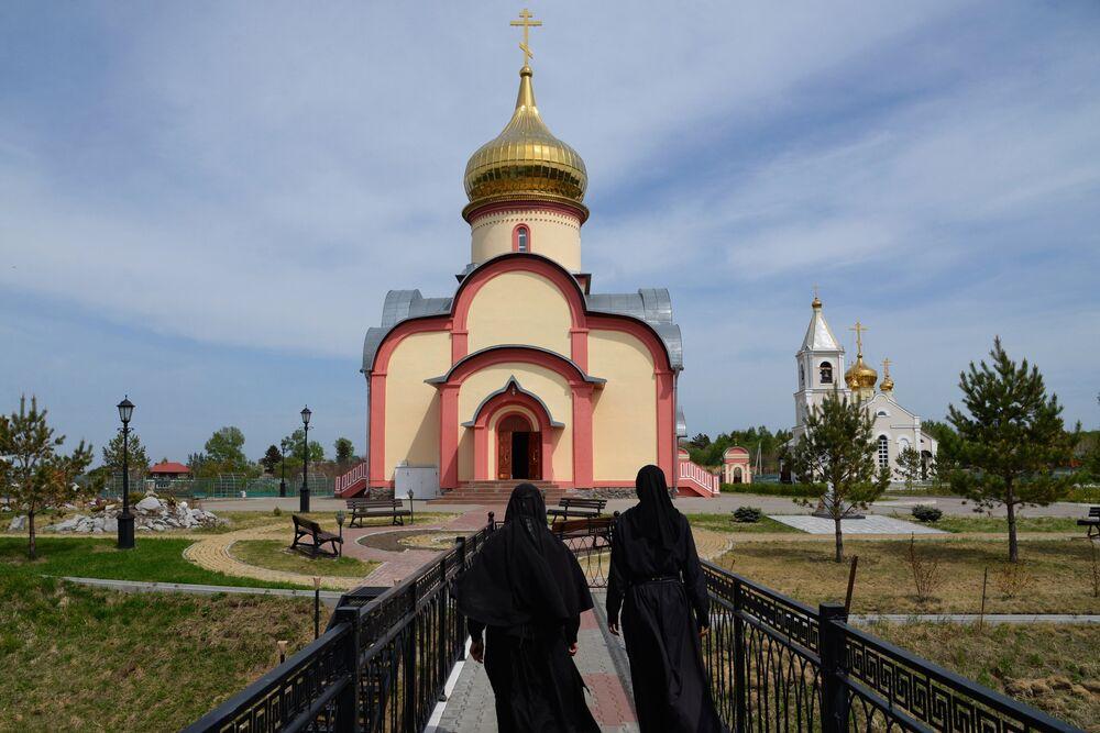 Mieszkanki żeńskiego klasztoru Świętych Prawowiernych Apostołów Piotra i Pawła we wsi Piotropawłowka w Kraju Chabarowskim.