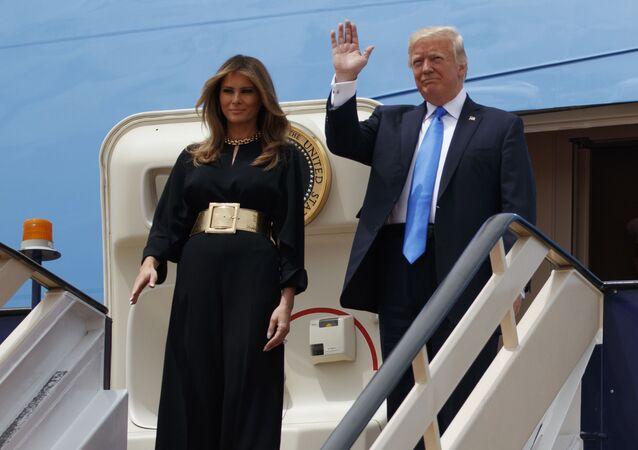 Prezydent USA Donald Trump z żoną na królewskim terminale międzynarodowego lotniska im. Króla Halida w Rijadzie