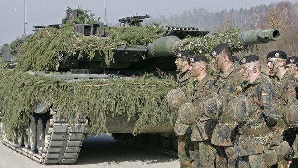 Żołnierze niemieckiej armii przy czołgu Leopard 2 - Sputnik Polska