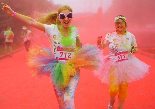 Uczestnicy Kolorowego Biegu w Moskwie