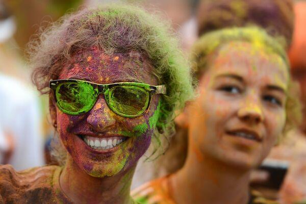 Uczestnicy Kolorowego Biegu w Moskwie - Sputnik Polska