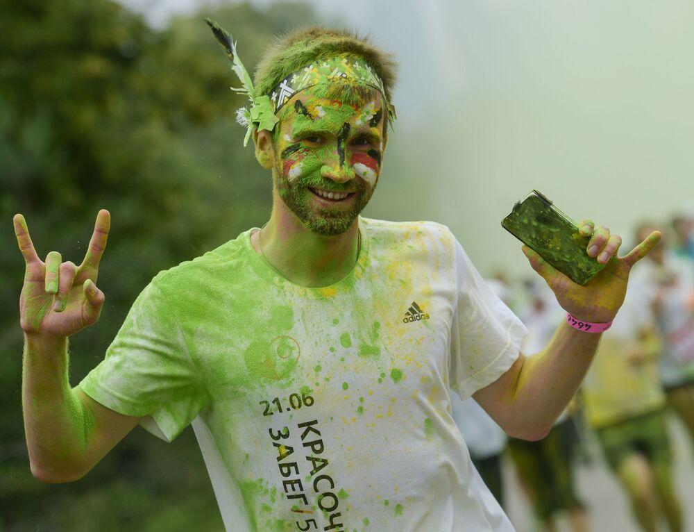 Uczestnik Kolorowego Biegu w Moskwie