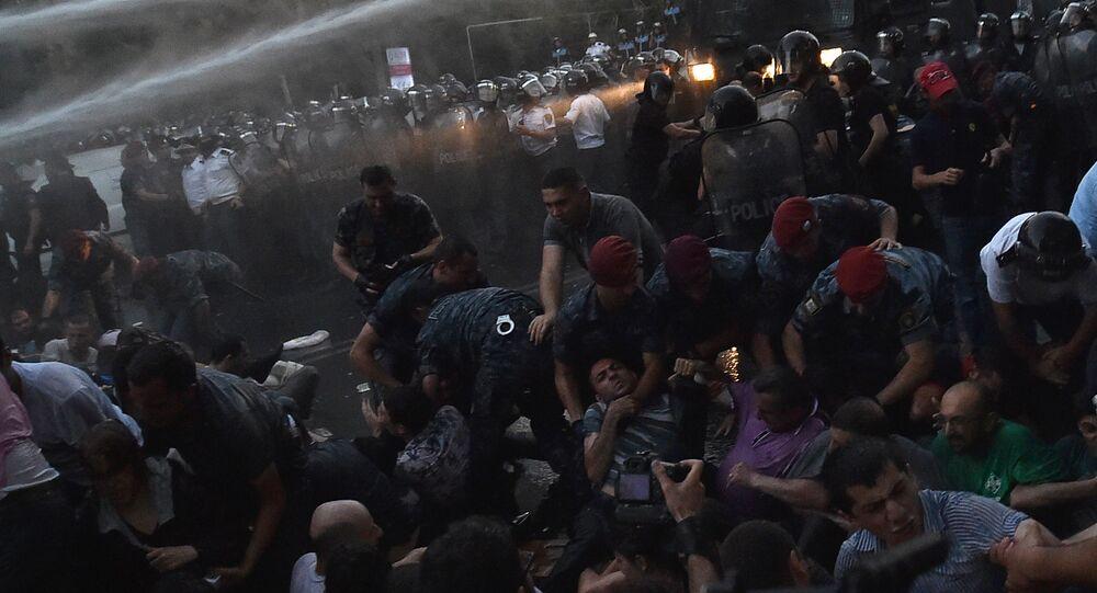 Rozpędzenie demonstracji w Erewaniu