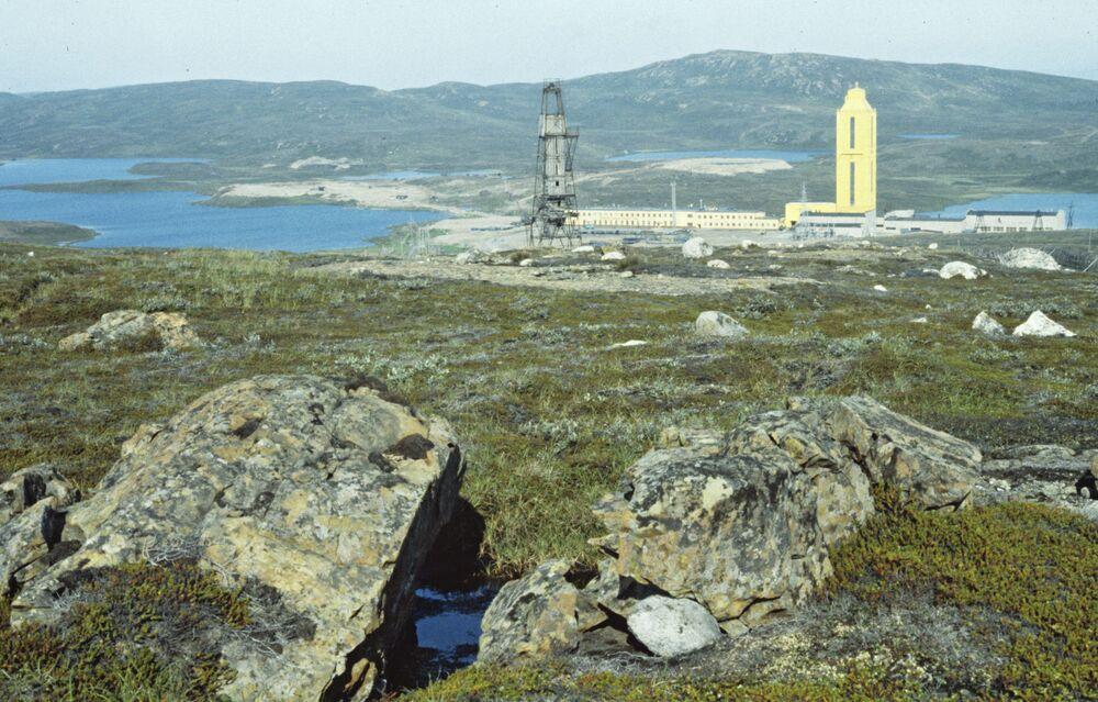 """Supergłęboki Odwiert Kolski (SG-3) - najgłębszy odwiert badawczy na świecie. Związanych jest z nim wiele nieprawdopodobnych historii o """"dziurze do piekła"""", z której dochodzą jęki grzeszników."""
