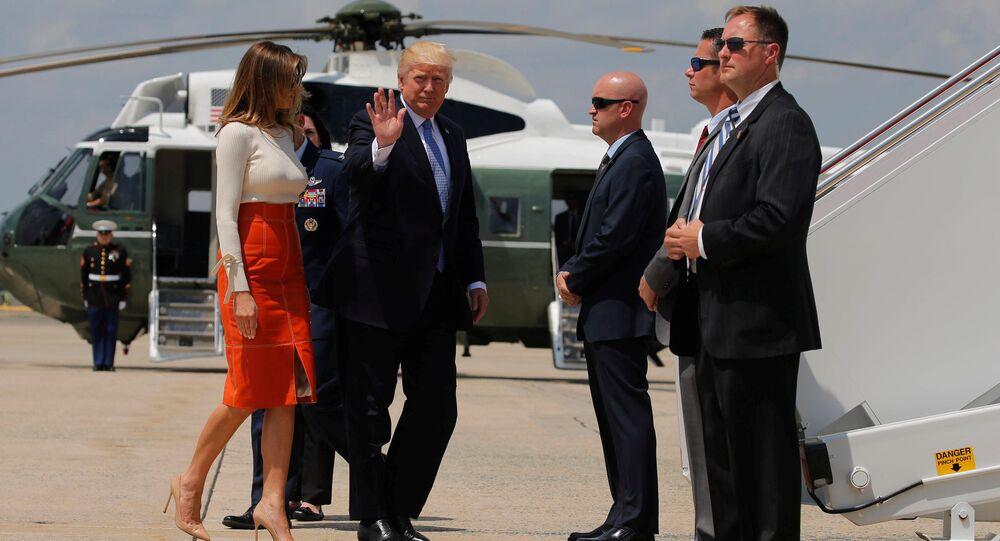 Prezydent USA Donald Trump z małżonką przed wejściem na pokład samolotu w USA