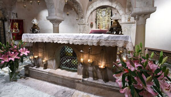 Kaplica z relikwiami św. Mikołaja w bazylice papieskiej w Bari - Sputnik Polska