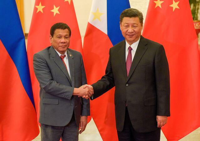Prezydent Filipin Rodrigo Duterte i przewodniczący Chin Xi Jinping