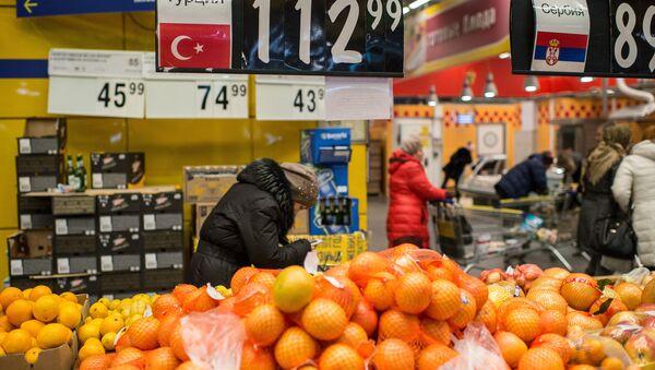 Tureckie owoce w sklepie w Omsku - Sputnik Polska