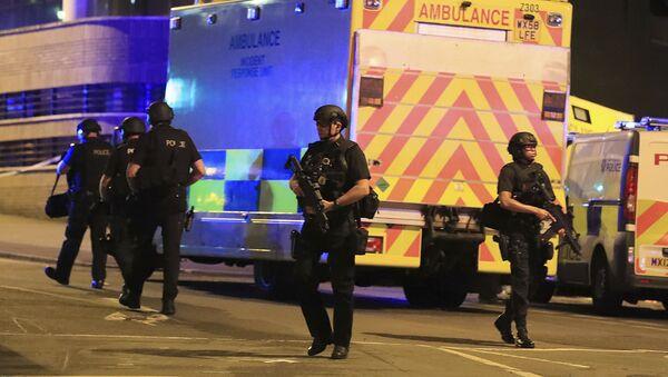 """Policja na miejscu ataku terrorystycznego na stadionie """"Manchester Arena"""" w Manchesterze, Wielka Brytania - Sputnik Polska"""