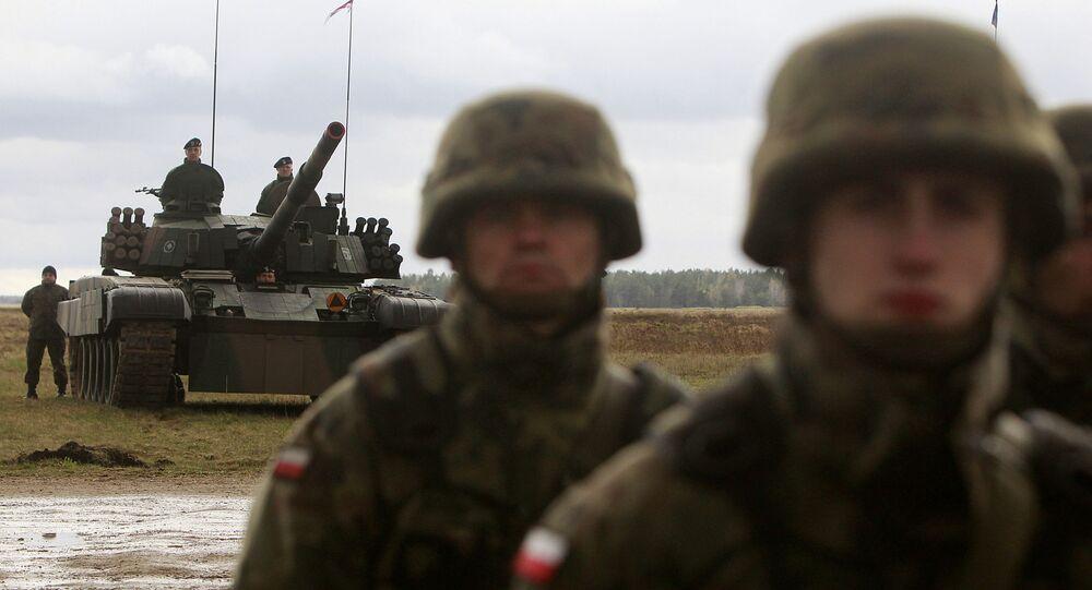 Polscy wojskowi na ćwiczeniach w pobliżu miasta Orzysz w Polsce