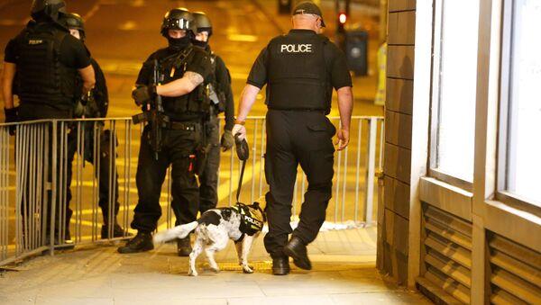 Policja w pobliżu hali widowiskowej w Manchesterze, gdzie doszło do zamachu 22 maja 2017 - Sputnik Polska