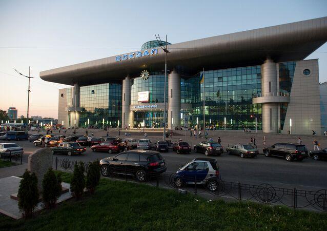 Widok na dworzec kolejowy w Kijowie