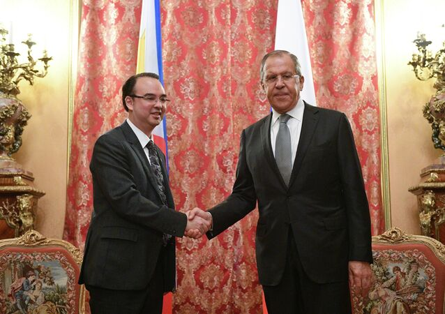 Minister spraw zagranicznych Filipin Alan Peter Cayetano i minister spraw zagranicznych Rosji Siergiej Ławrow