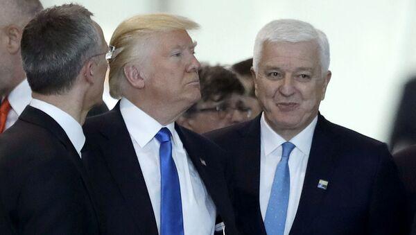 Prezydent USA Donald Trump i premier Czarnogóry Dusko Markovic na szczycie NATO w Brukseli - Sputnik Polska