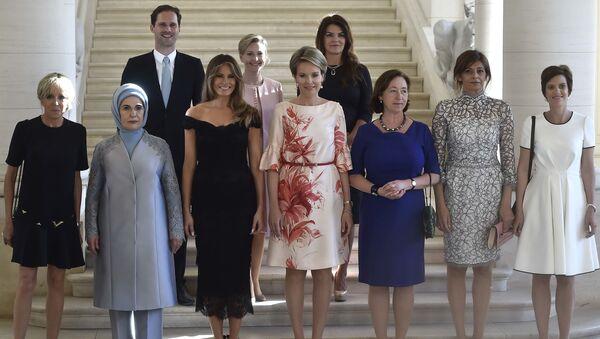 Gauthier Destenay i żony liderów państw NATO - Sputnik Polska