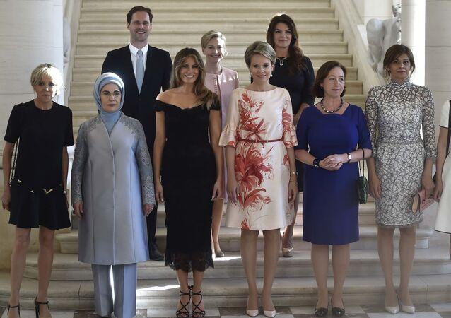 Gauthier Destenay i żony liderów państw NATO