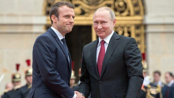 Władimir Putin i Emmanuel Macron - Sputnik Polska