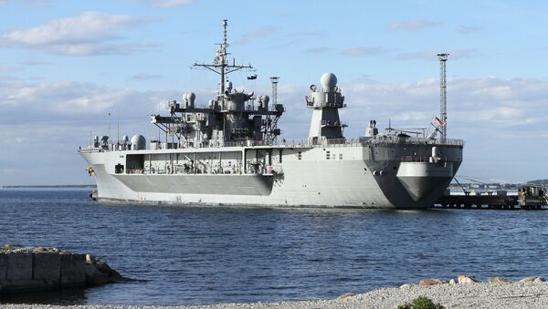 Okręt flagowy VI Floty Stanów Zjednoczonych Mount Whitney w porcie - Sputnik Polska