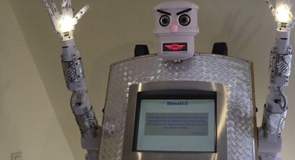 Robot ksiądz BlessU-2
