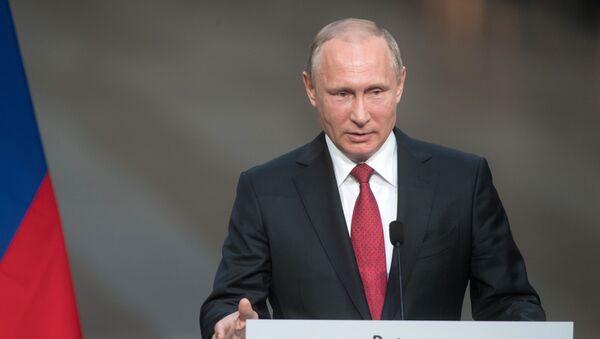 Prezydent Rosji Władimir Putin podczas wspólnej konferencji z prezydentem Francji Emmanuelem Macronem w Pałacu Wersalskim - Sputnik Polska
