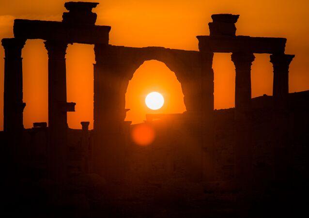 Zachód słońca w Palmirze