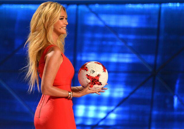 Modelka i prezenterka telewizyjna Victoria Lopyreva na ceremonii oficjalnego losowania Pucharu konfederacji - 2017