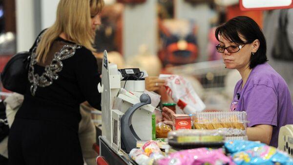 Kobieta robi zakupy - Sputnik Polska