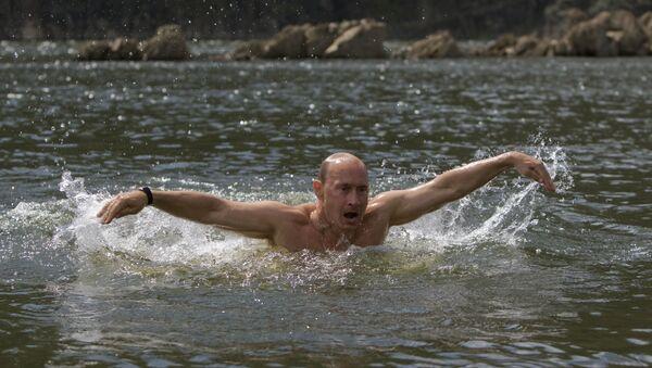 Władimir Putin nad rzeką Jenisej - Sputnik Polska