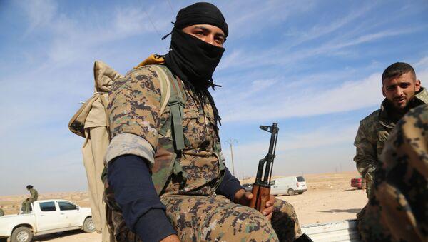 Syryjskie Sił Demokratyczne (SDF) przy wsparciu Stanów Zjednoczonych wyzwoliły z rąk dżihadystów z Państwa Islamskiego syryjskie miasto Mansur - Sputnik Polska