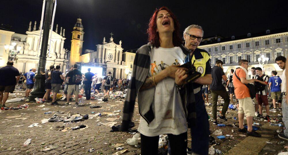 Ponad 700 osób odniosło obrażenia na głównym placu w Turynie, gdy w strefie kibica wybuchła panika