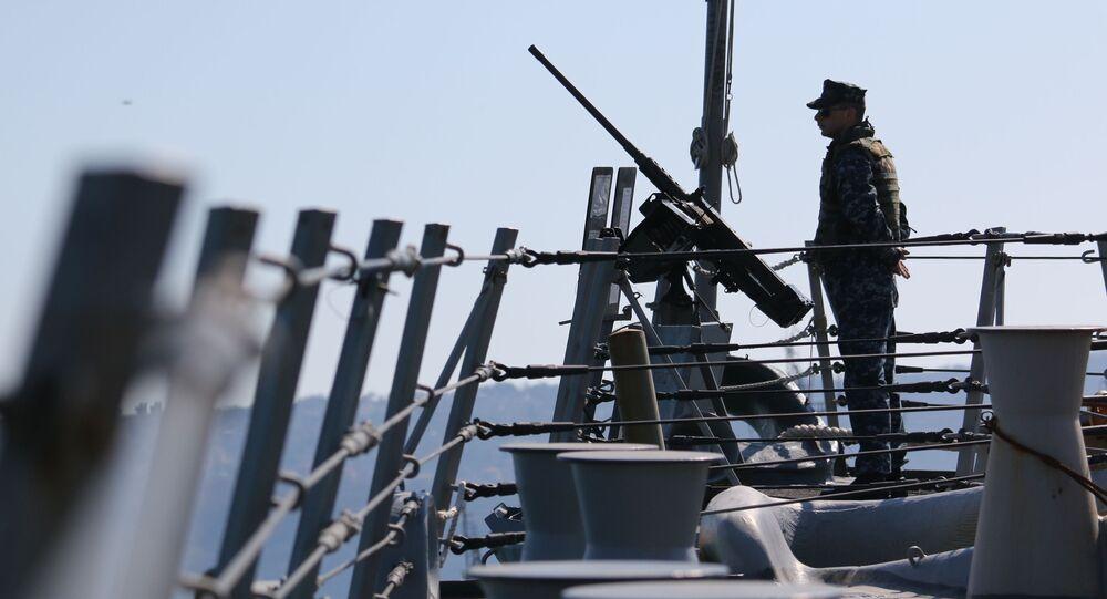 Amerykański marynarz podczas ćwiczeń