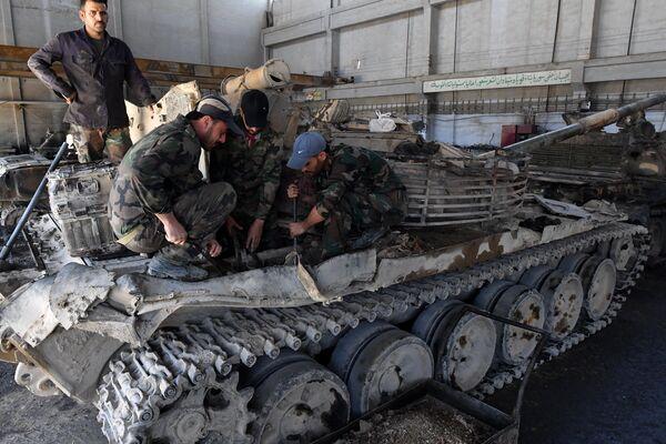 Drugie życie wojskowego sprzętu w Syrii - Sputnik Polska