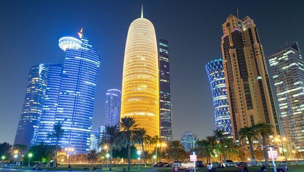 Nocny widok stolicy Kataru Dohy - Sputnik Polska