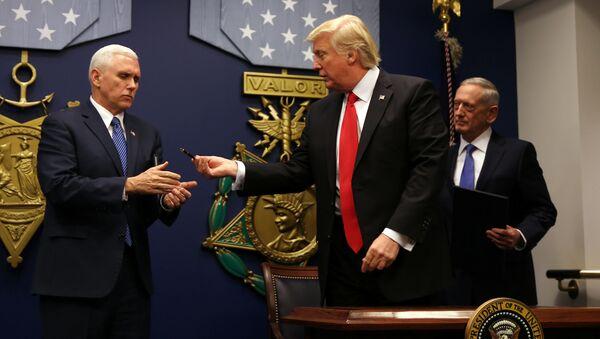 Donald Trump w Pentagonie - Sputnik Polska