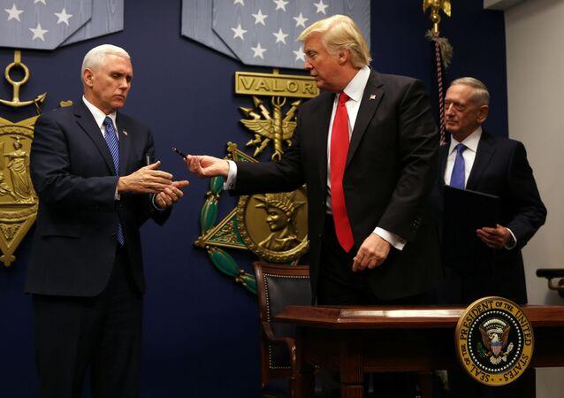 Donald Trump w Pentagonie