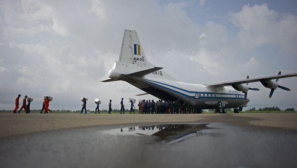 Czterosilnikowy wojskowy samolot transportowy o napędzie turbośmigłowym Y-8 - Sputnik Polska