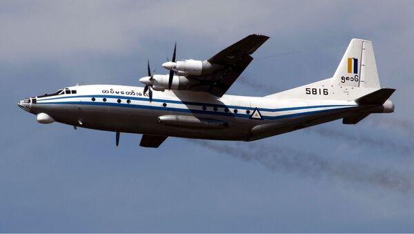 Myanmar Air Force Shaanxi Y-8 - Sputnik Polska