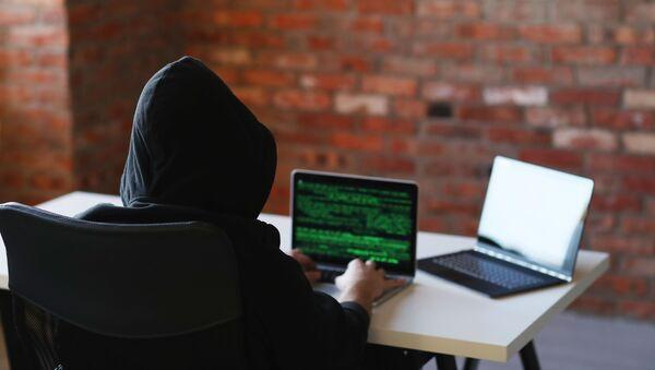 Haker przy komputerze - Sputnik Polska
