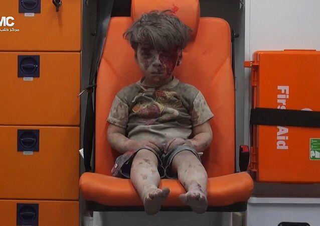 Syryjski chłopczyk Omran ranny podczas ostrzału Aleppo. 17 sierpnia 2016 roku
