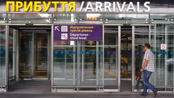 Wejście do hali przylotów na lotnisku Boryspol - Sputnik Polska