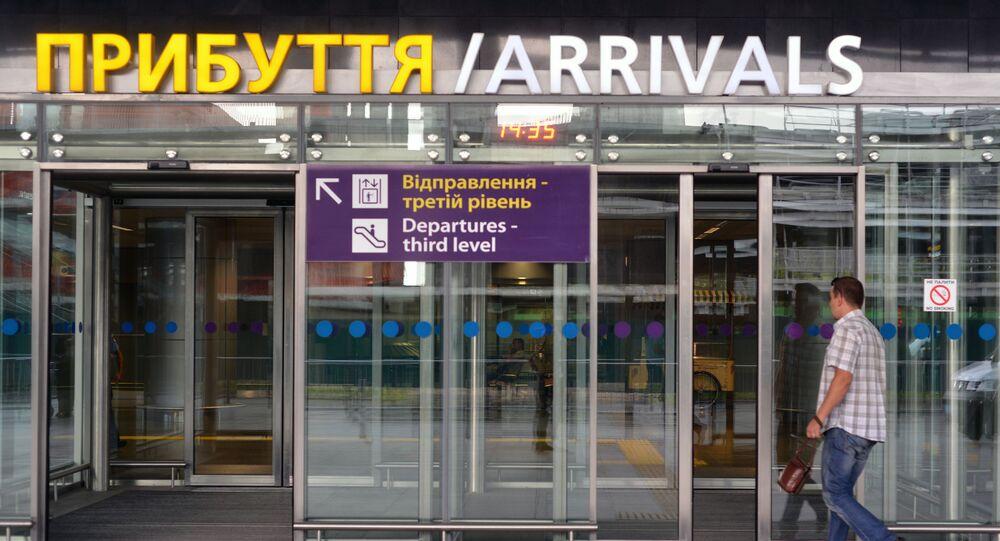 Wejście do hali przylotów na lotnisku Boryspol