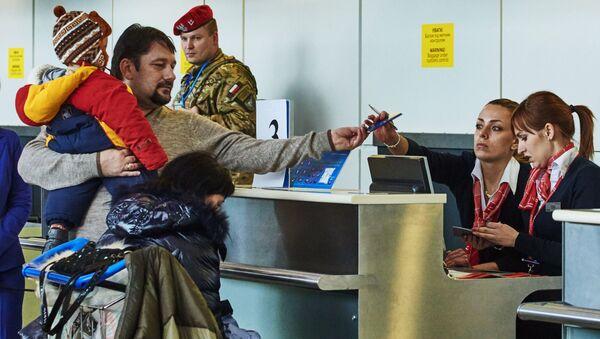 Kontrola paszportowa na lotnisku w Charkowie - Sputnik Polska