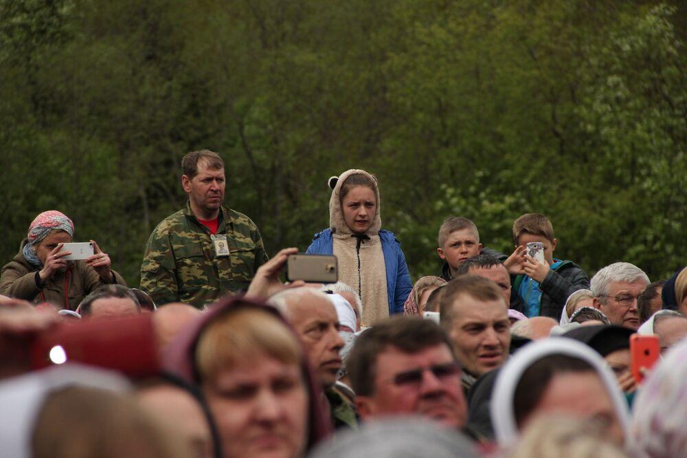Na rozkaz cara Iwana Groźnego, ikonę sprowadzono do Moskwy w 1555 roku. Dzięki modlitwom wiernych przed tą ikoną doszło do wielu przypadków uzdrowień. Jeden z bocznych ołtarzy w cerkwi Wasilija Błogosławionego na Placu Czerwonym został poświęcony tej ikonie.